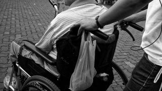 Privé de traitement médical, un croyant souffre de paralysie partielle