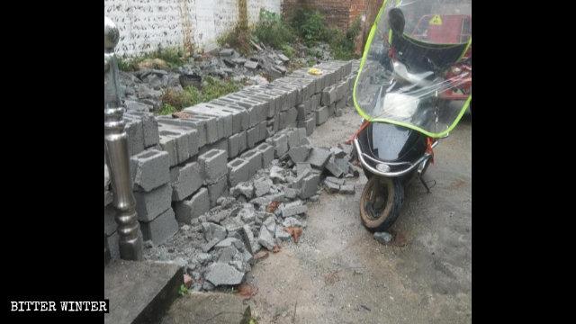 En juin, les autorités ont démoli le nouveau mur extérieur d'un lieu de rassemblement de l'Église locale de la ville de Ji'an.