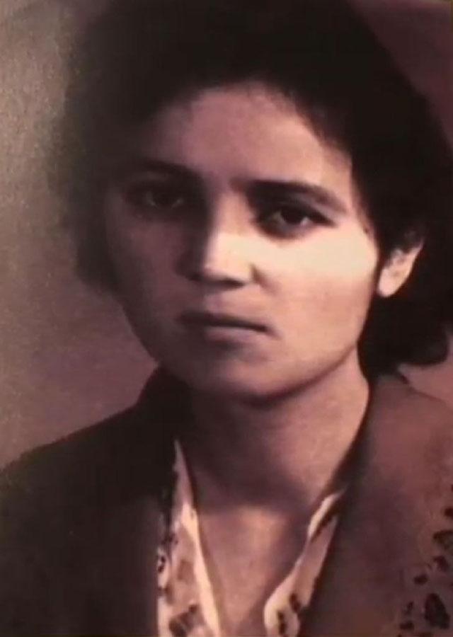 Söyüngül Chanisheff, jeune. Photo prise en 1963 alors qu'elle était étudiante en médecine à l'université de médecine du Xinjiang.