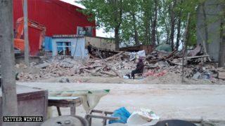 Usines et maisons démolies, suicides de villageois : « beaux villages » ou un enfer sur terre ?