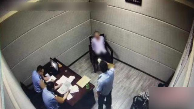 La police mène un interrogatoire