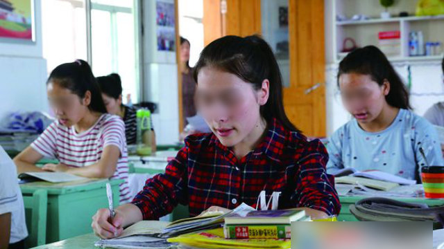 Les élèves du Xinjiang étudient au lycée professionnel de Lianyungang, dans la province de Jiangsu.