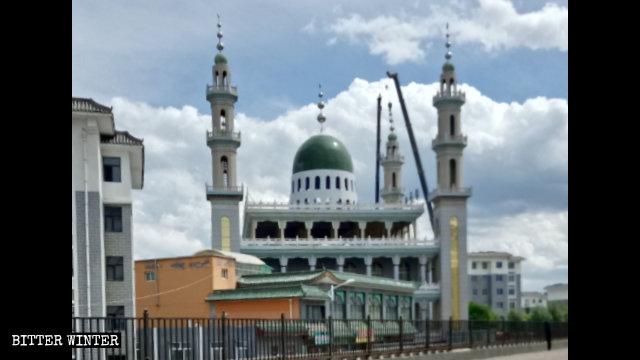 Les symboles islamiques ont été retirés de la Grande mosquée de Shaanxi à Guyuan.